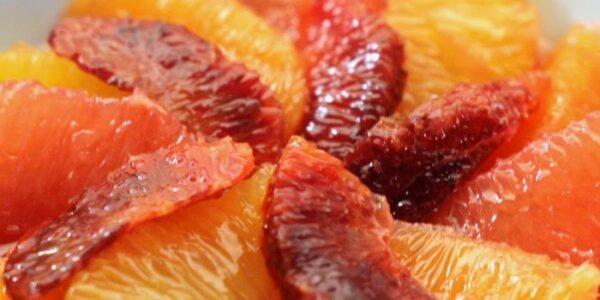 Zimska voćna salata sa citrusima, medom i orasima