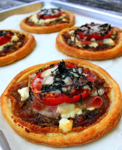 Pitice sa sirom, paradajzom i pršutom