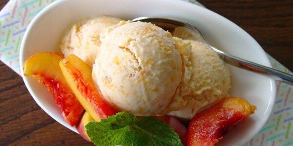 Domaći sladoled sa breskvama