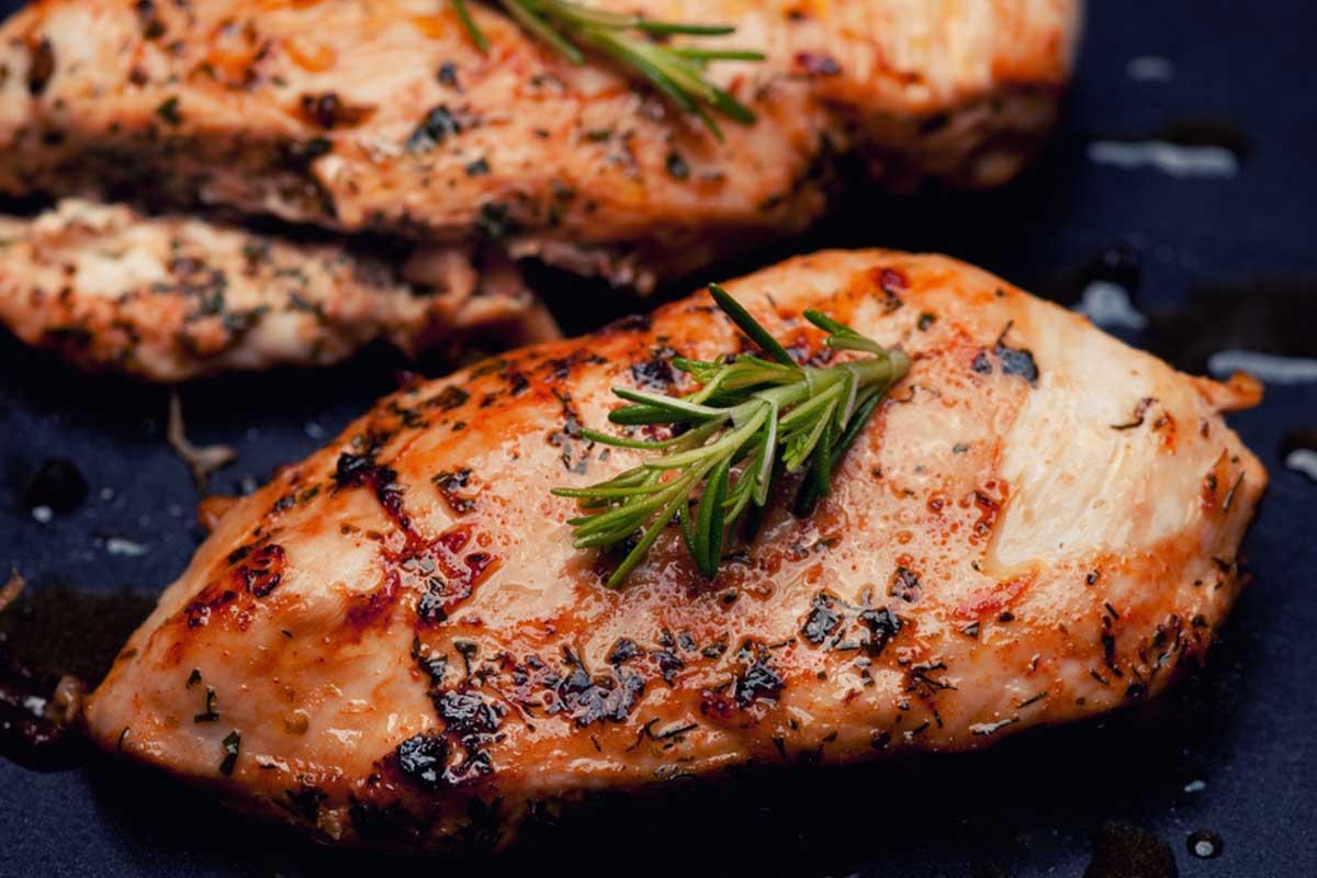 Meso se peče dvostrano, bez potrebe za okretanjem, a biće ukusno kao da je sa roštilja