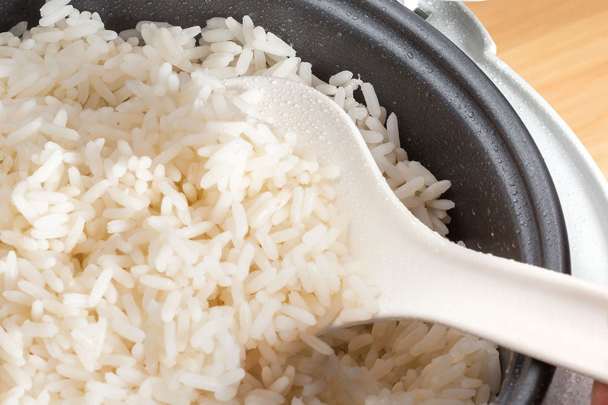 Pirinač u aparatu za kuvanje pirinča